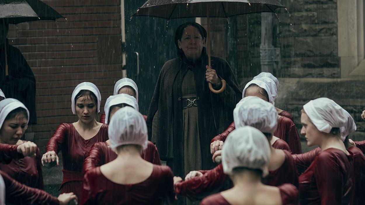 The Handmaid's Tale : une saison 3 commandée pour la servante écarlate