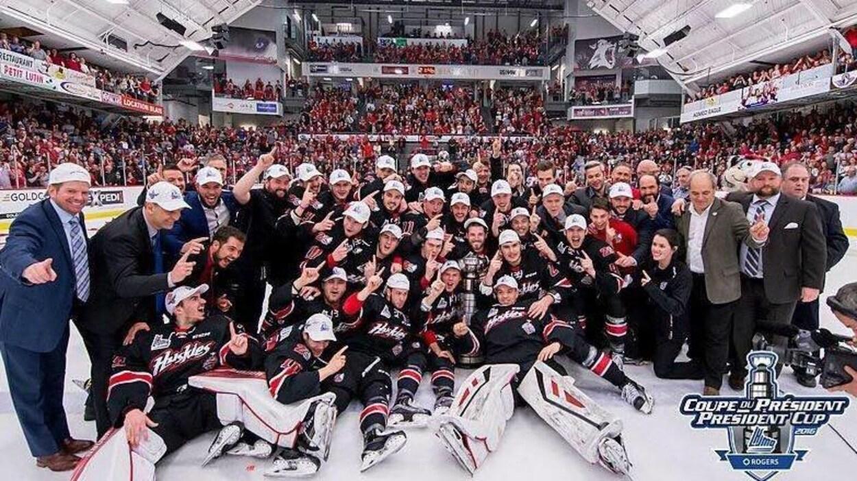 La cuvée 2015-2016 des Huskies de Rouyn-Noranda ont remporté la Coupe du Président 2016