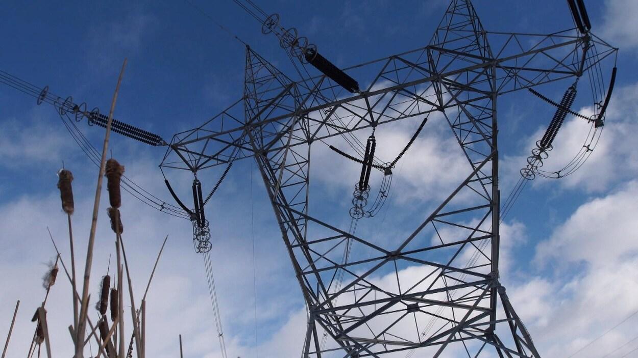 Un pylône d'Hydro-Québec.
