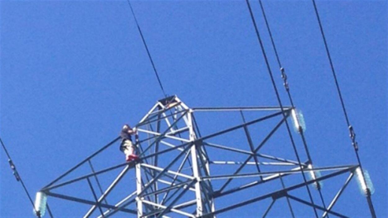 Un pylône d'une ligne à haute tension