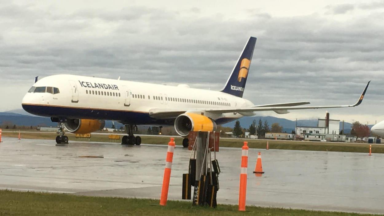 Une vitre du cockpit se fissure, l'avion atterrit en urgence — Québec