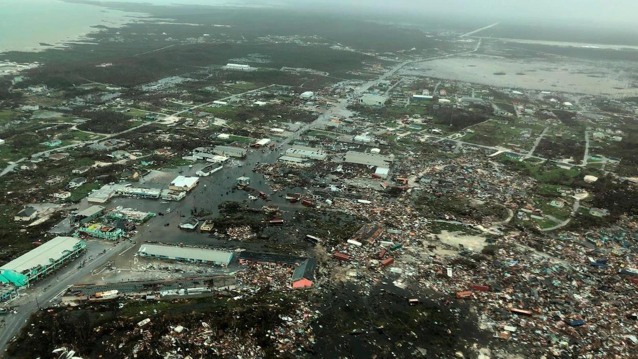 Des maisons ont été soufflées par l'ouragan Dorian. Des débris ont été jetés partout sur les îles Abacos.