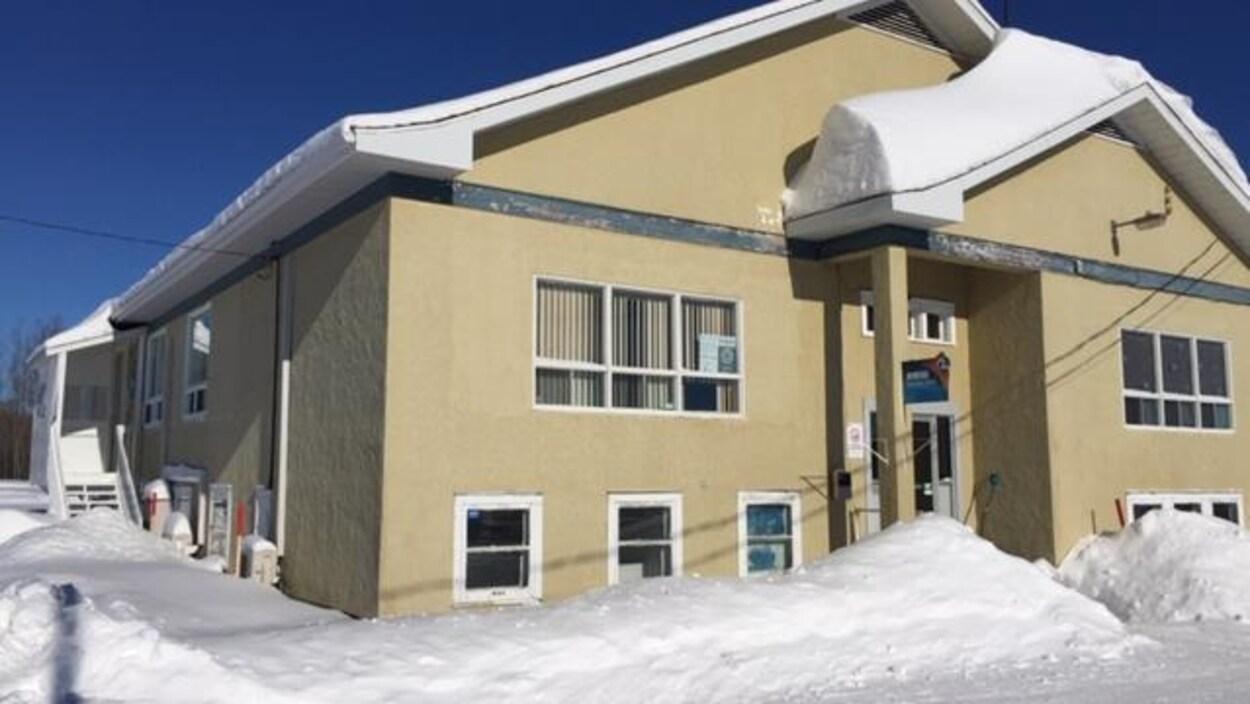 Un immeuble en hiver