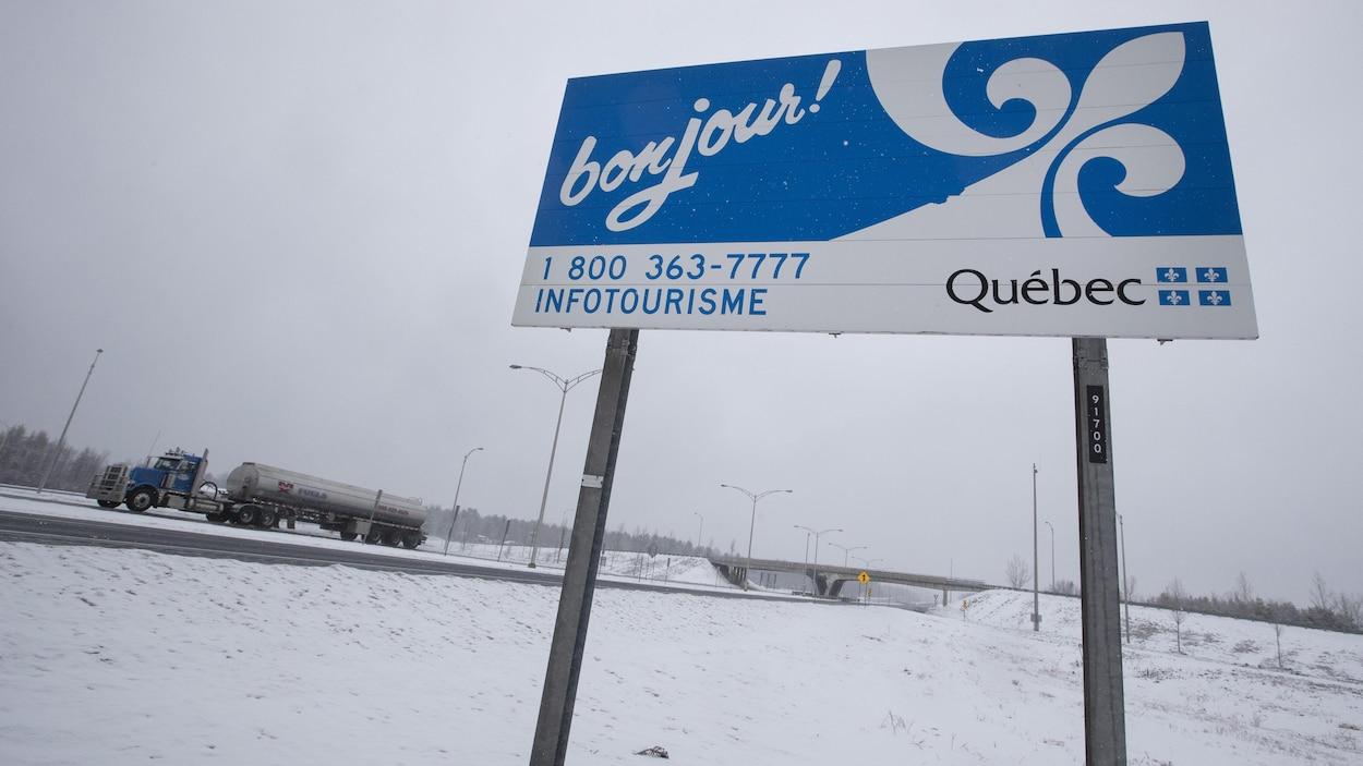Pancarte souhaitant la bienvenue au Québec.