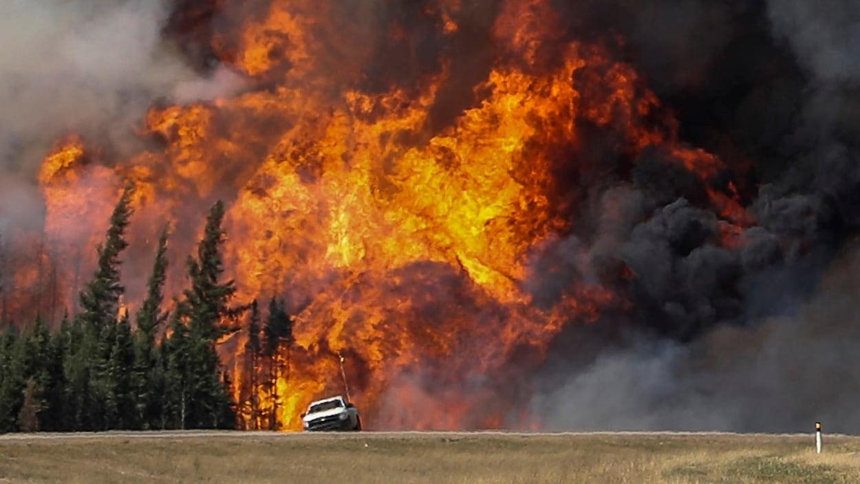 Le feu de forêt qui a ravagé Fort McMurray en mai 2016.
