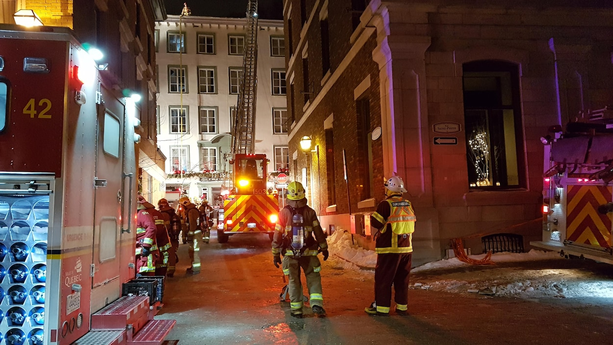 L'Hôtel Le Priori dans le Vieux-Québec est la proie des flammes