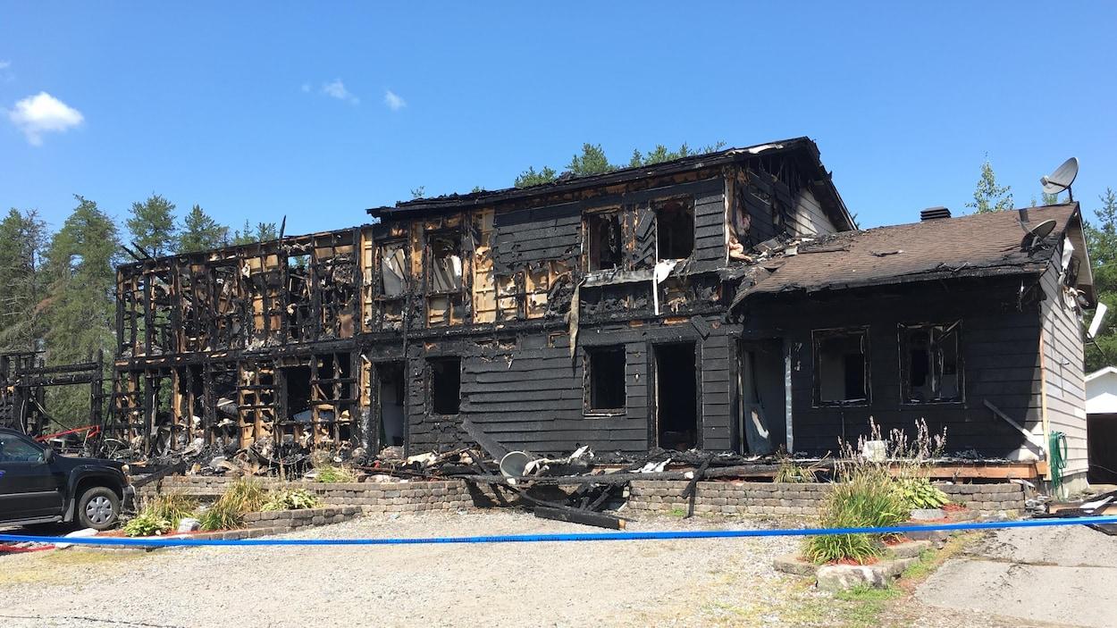 Immeuble brûlé.