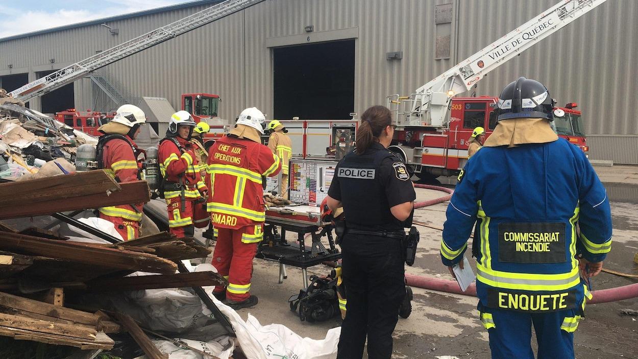 Les pompiers ont notamment combattu les flammes à Saint-Augustin-de-Desmaures, mercredi après-midi.