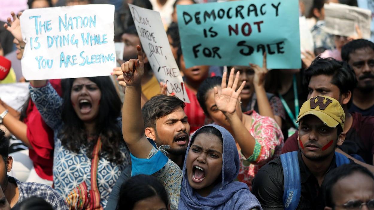 Inde : les contestations contre une loi sur la citoyenneté prennent de  l'ampleur | Radio-Canada.ca