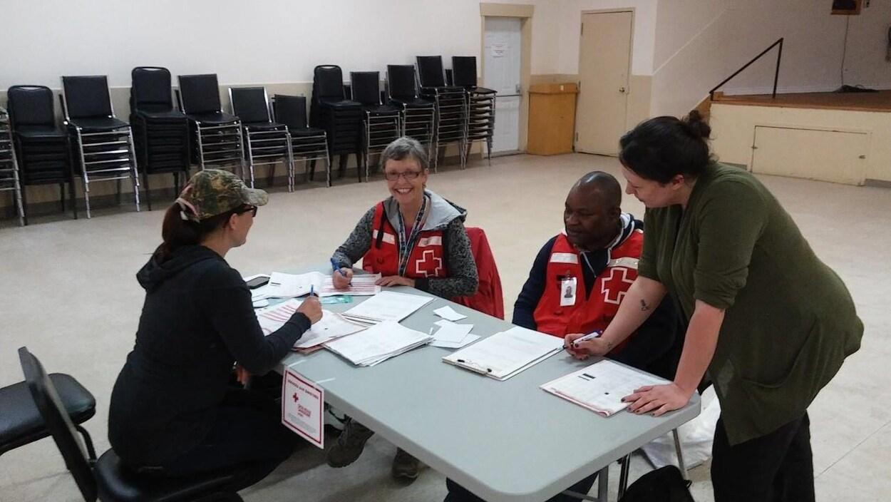 Le centre d'aide de la Croix-Rouge au centre communautaire de Luskville.
