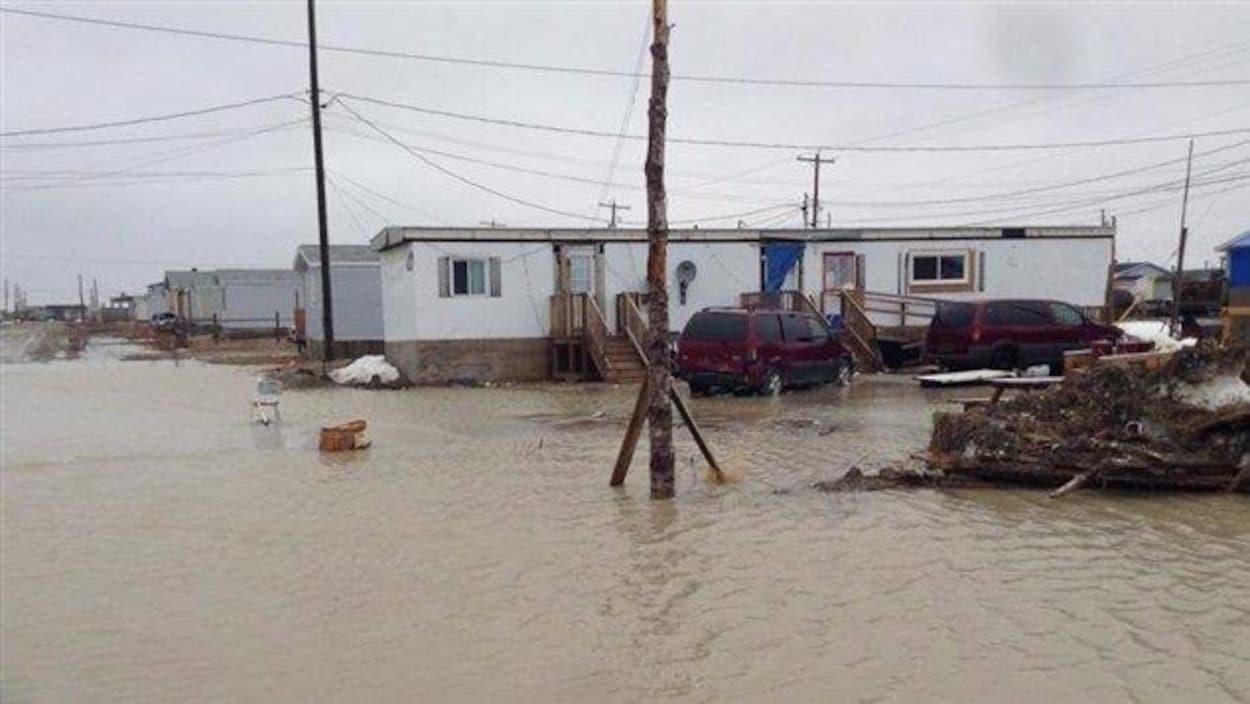 Les inondations à Kashechewan en mai 2014