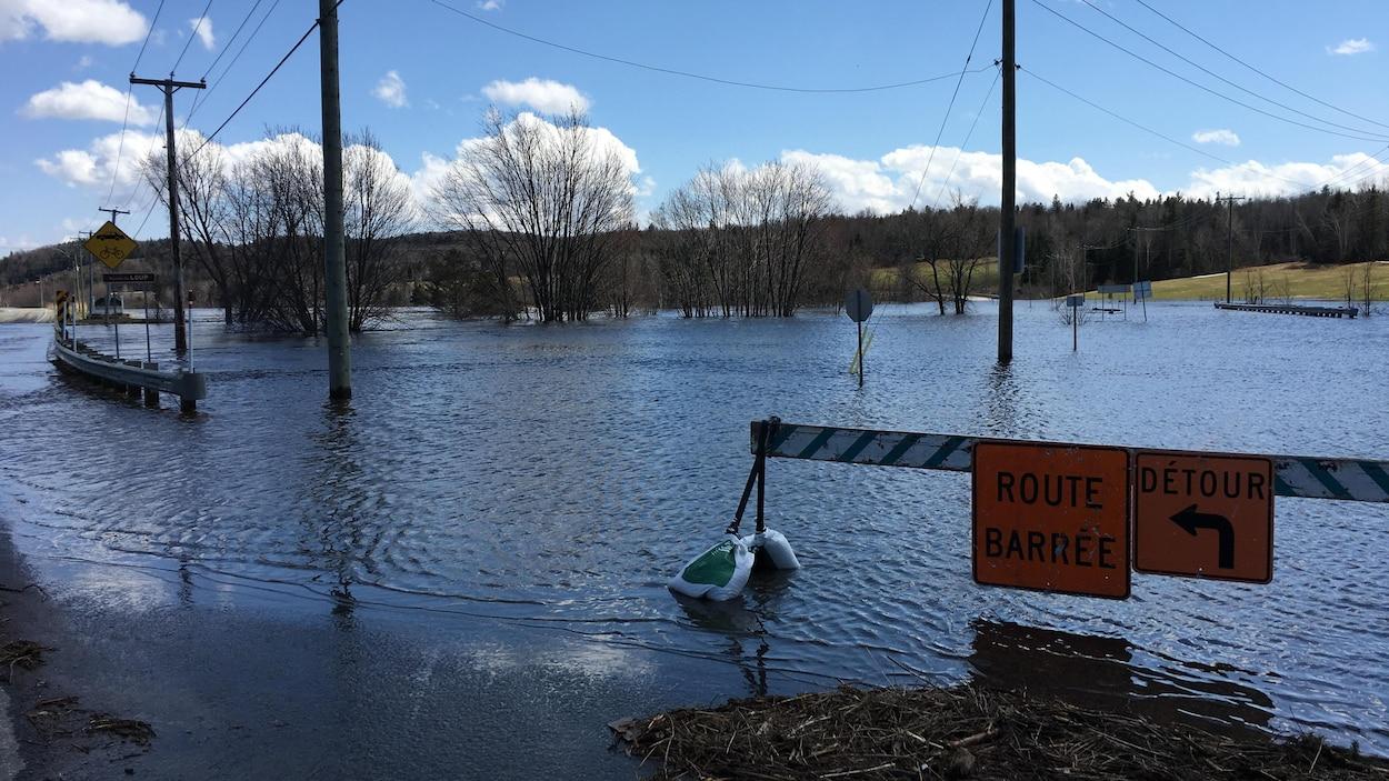 Un corps retrouvé à Saint-Alexis-des-Monts — Inondations