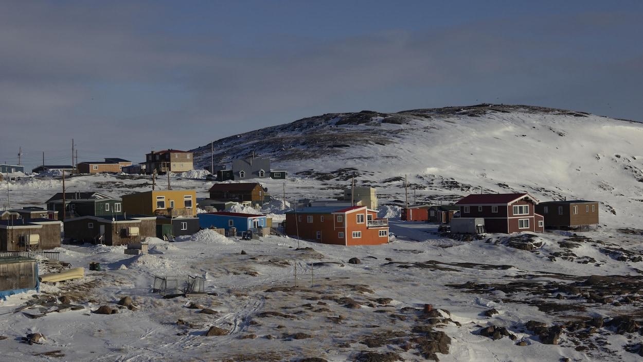 Le village d'Iqaluit sur l'île de Baffin, dans l'Arctique.