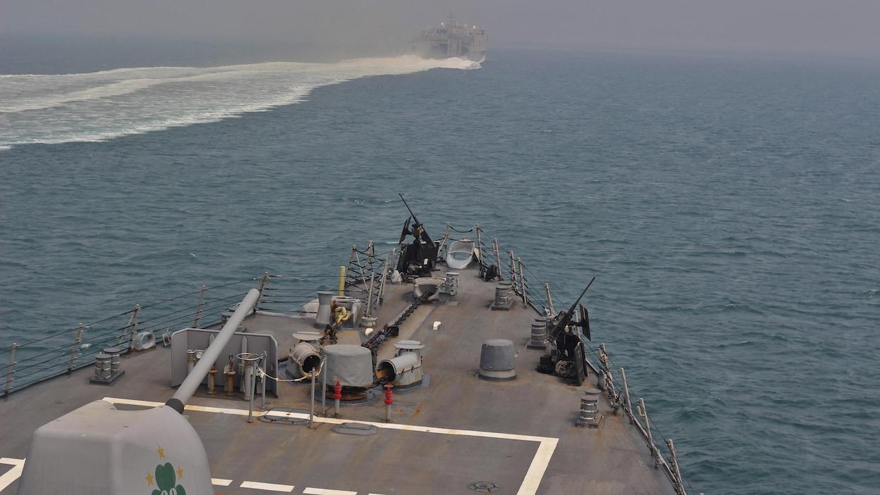 Un navire de guerre américain au large du détroit d'Ormuz.