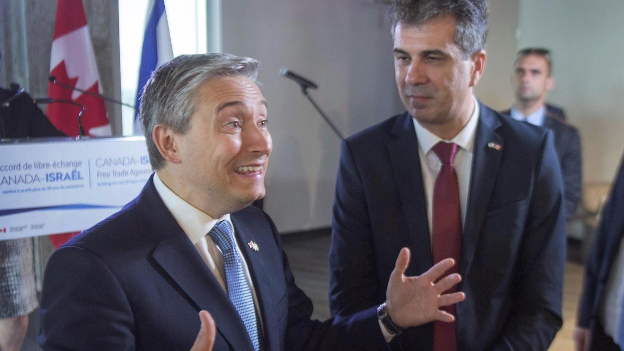 Le ministre du Commerce international Francois-Philippe Champagne (à gauche) et le ministre israélien de l'Économie Eli Cohen