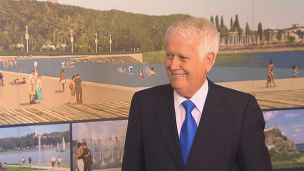 Jacques Langlois lors d'une conférence de presse sur la promenade Champlain (archives).