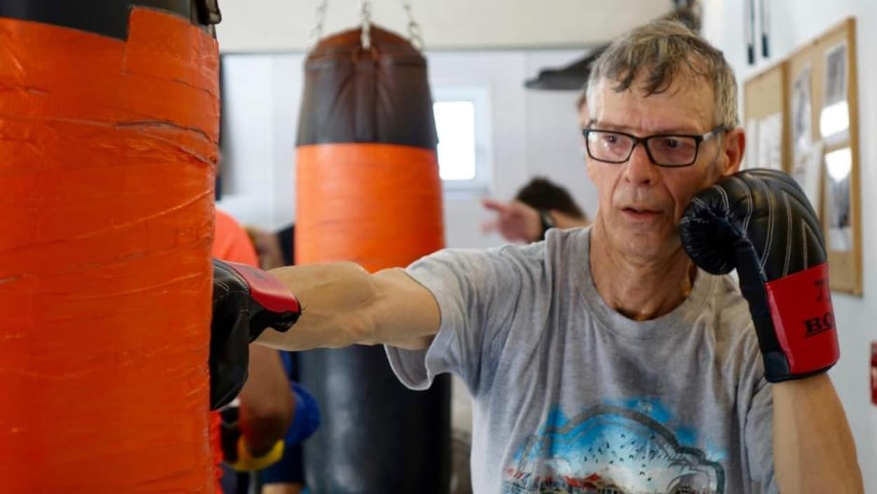 Jacques Séguin pratique la boxe pour combattre la maladie de Parkinson.