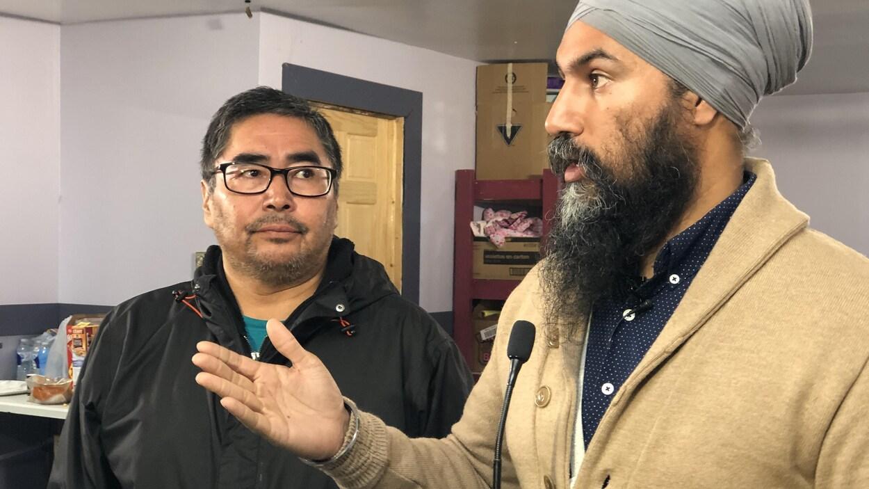 Jagmeet Singh en point de presse avec le chef Rudy Turtle