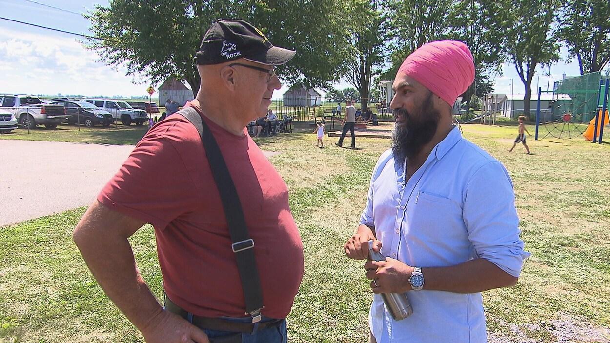 Jagmeet Singh rencontre des électeurs de Trois-Rivières.