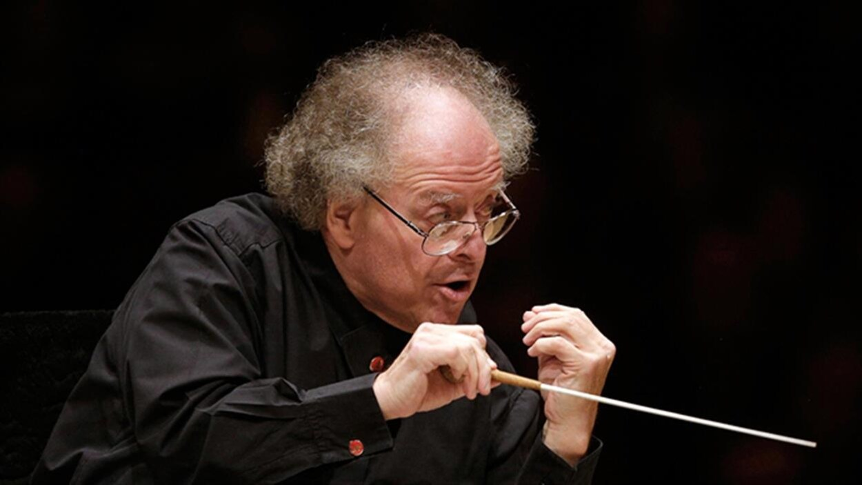 James Levine, une baguette de chef d'orchestre à la main