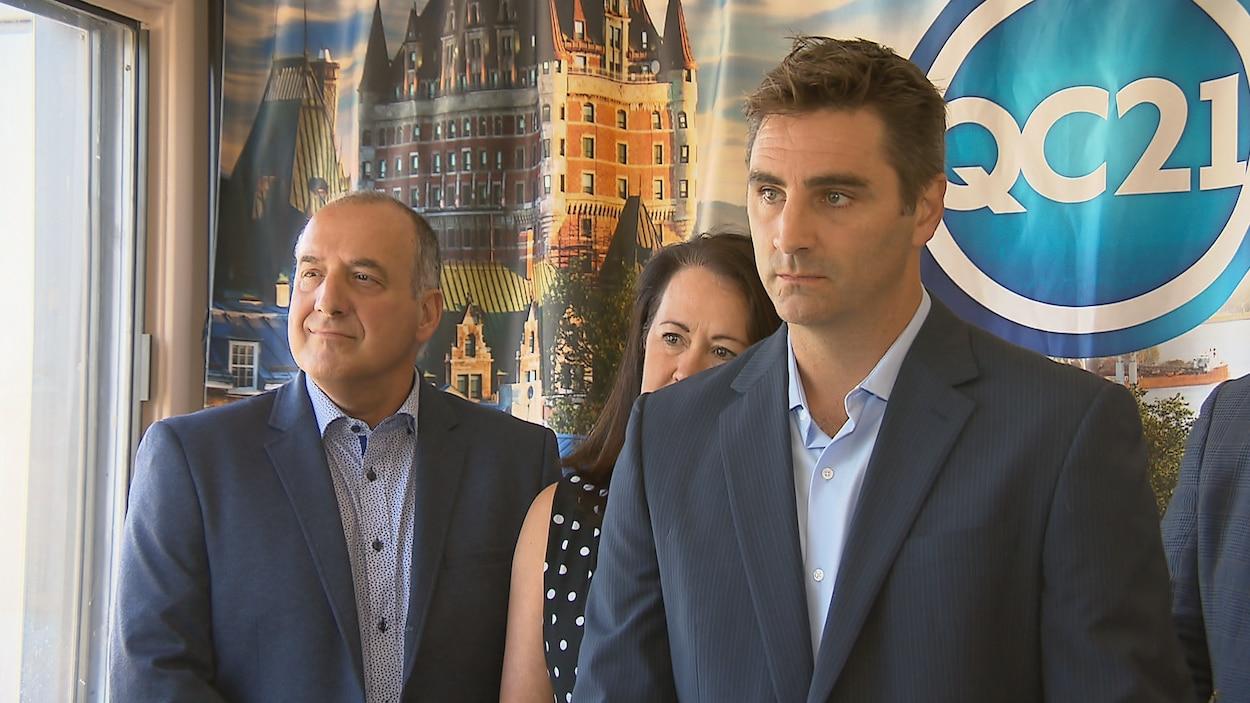 Jean-François Gosselin répond aux questions des journalistes lors d'un point de presse.