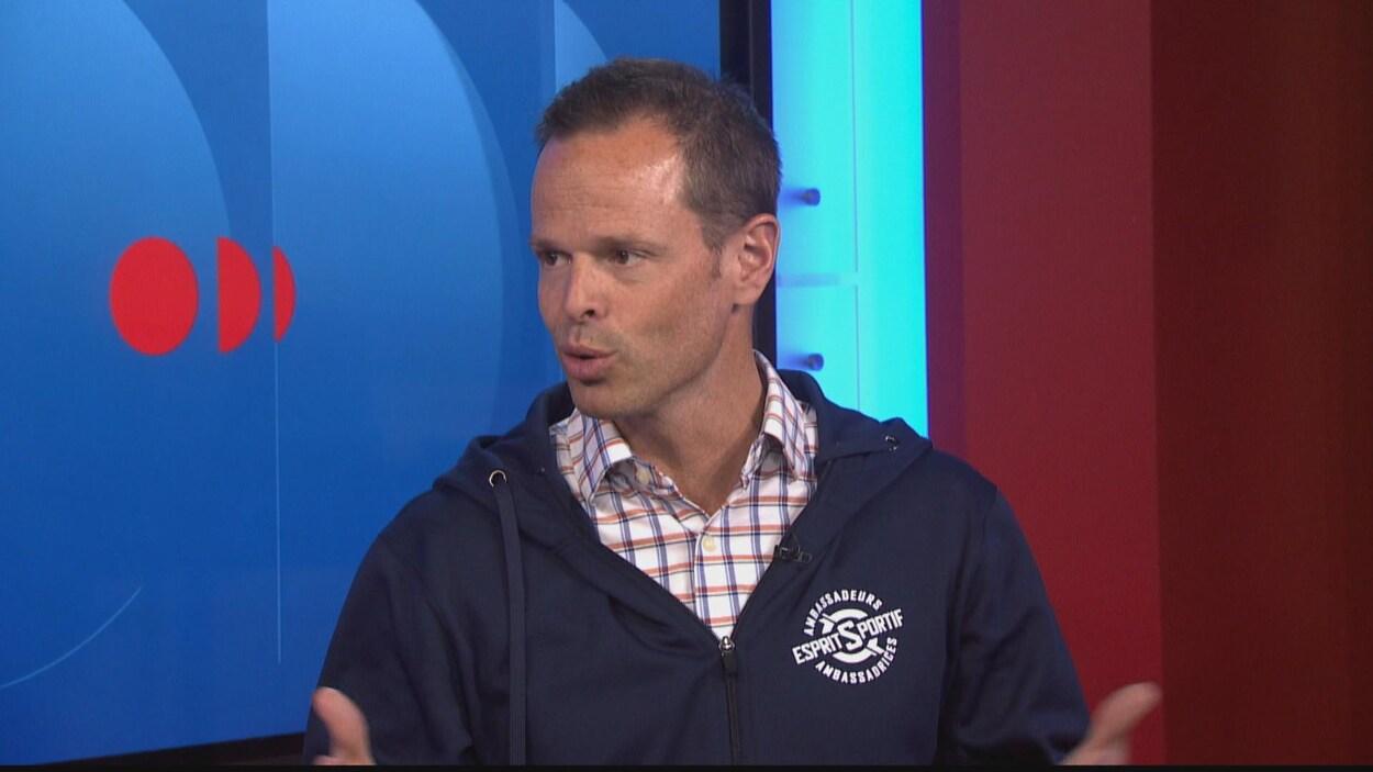 Jean-Luc Brassard a accordé une entrevue à la télévision de Radio-Canada.