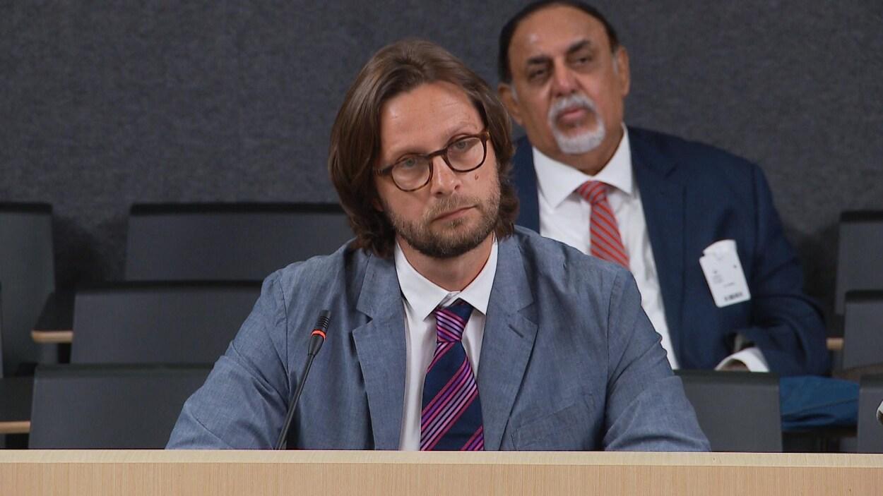 Jean-Nicolas Beuze lors de sa présentation lors des consultations générales sur la planification de l'immigration au Québec.