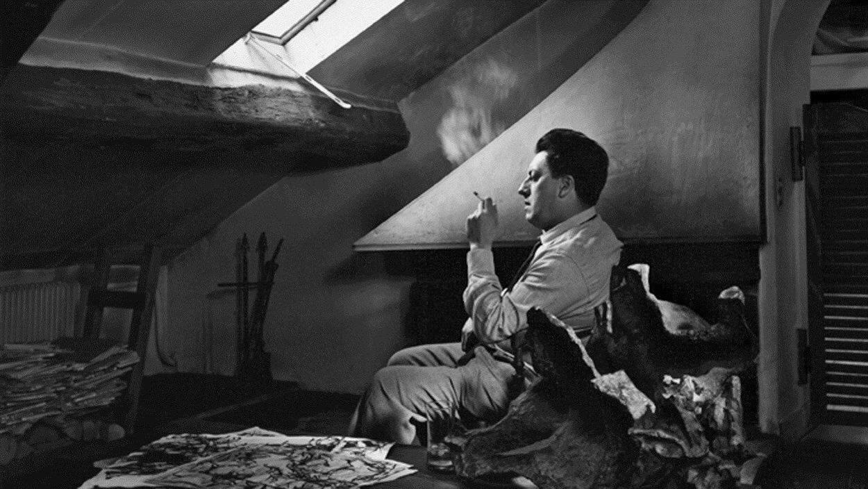 Jean-Paul Riopelle en 1965, dans son atelier de Paris