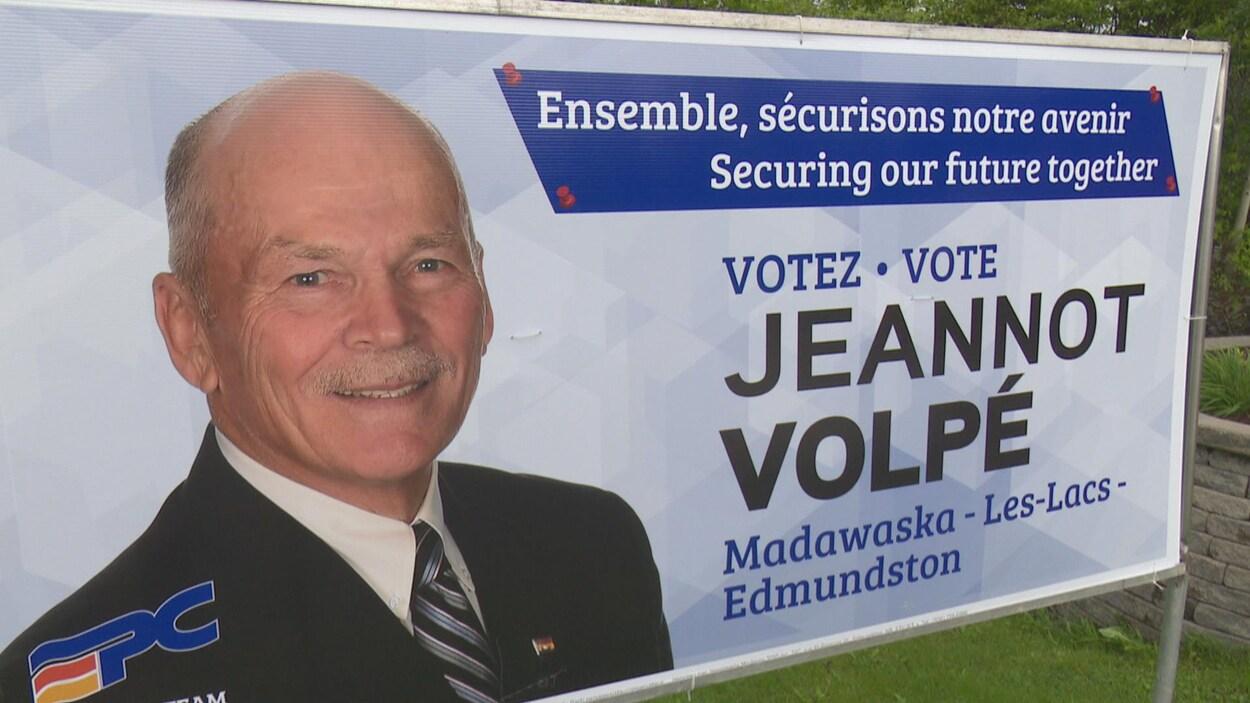 Une affiche électorale de Jeannot Volpé