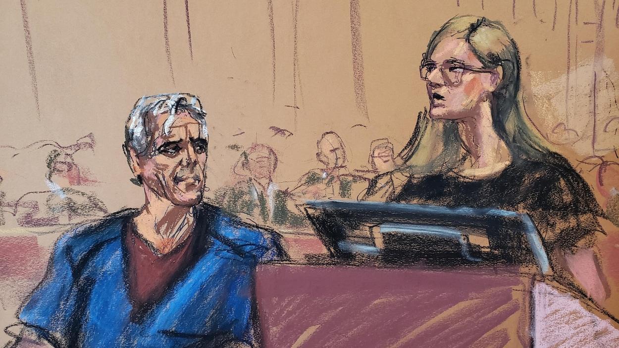 Une des victimes présumées, Annie Farmer, témoigne tandis que Jeffrey Epstein l'observe lors de son audience de cautionnement.
