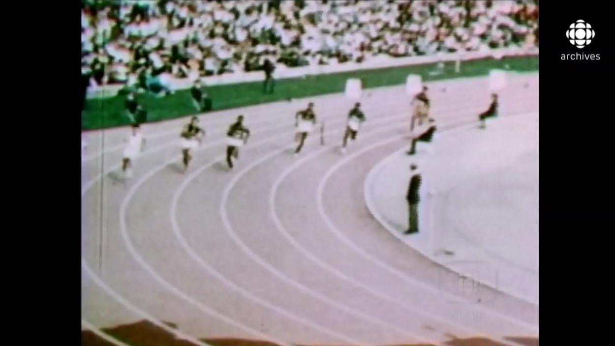 Les athlètes de la compétition de sprint en action.