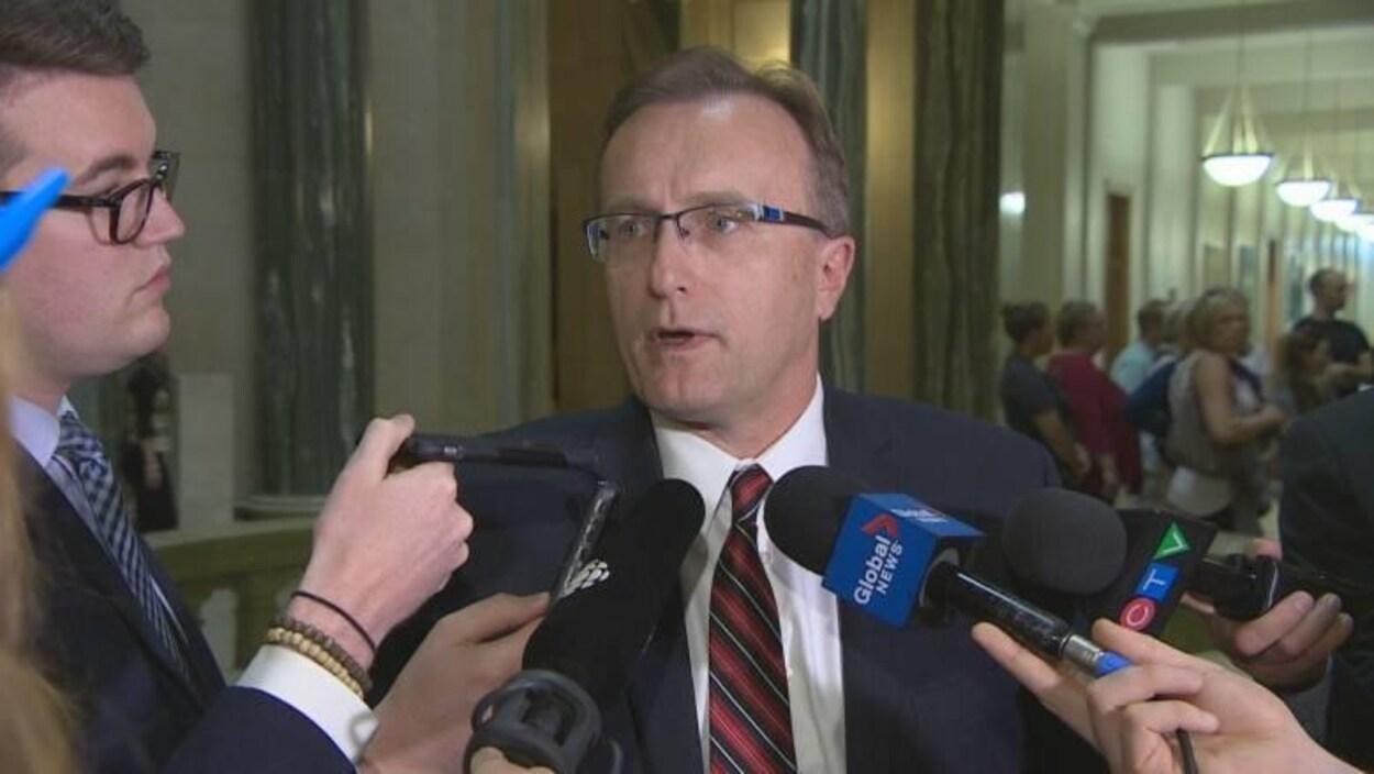 JIm Reiter, ministre de la Santé de la Saskatchewan, lors d'une entrevue.