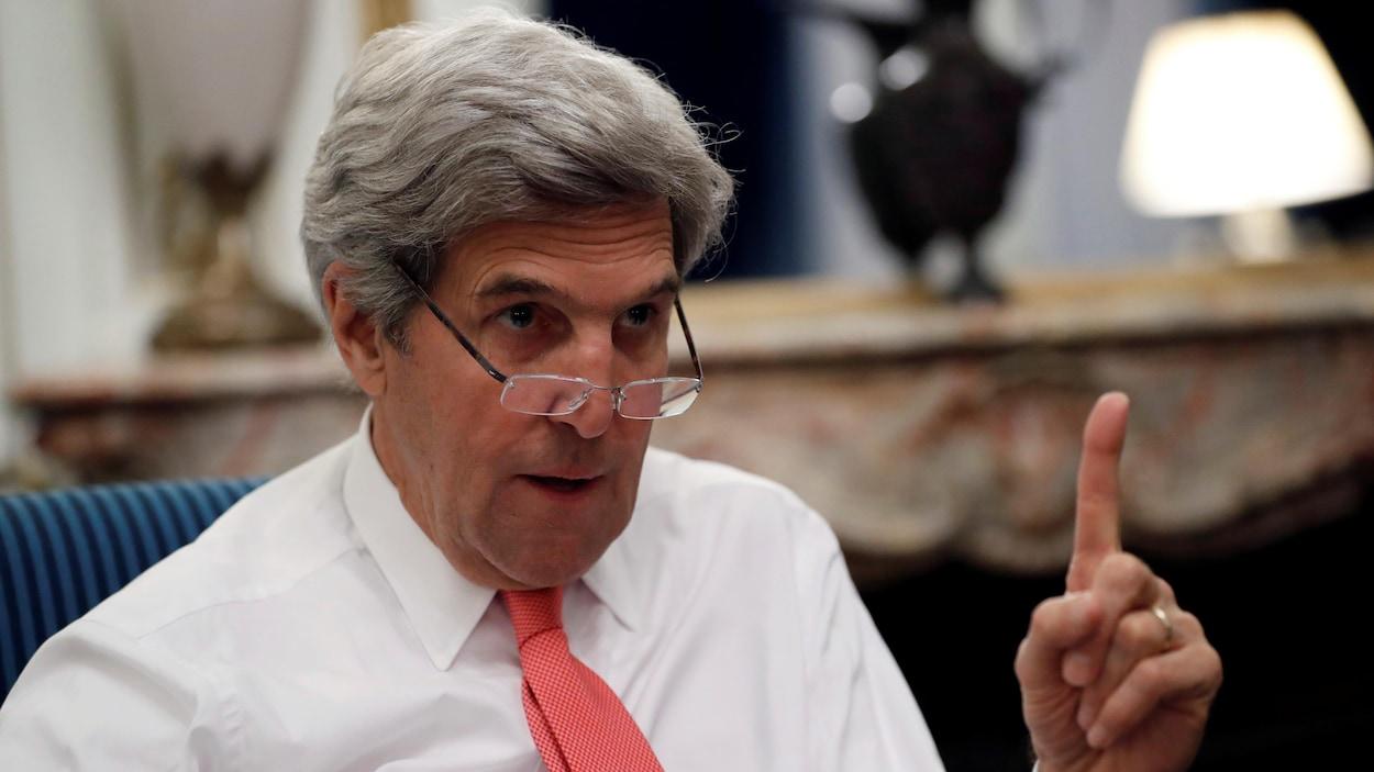 Le secrétaire d'État américain, John Kerry, s'est adressé aux médias à la suite de la conférence de Paris sur le Proche-Orient.