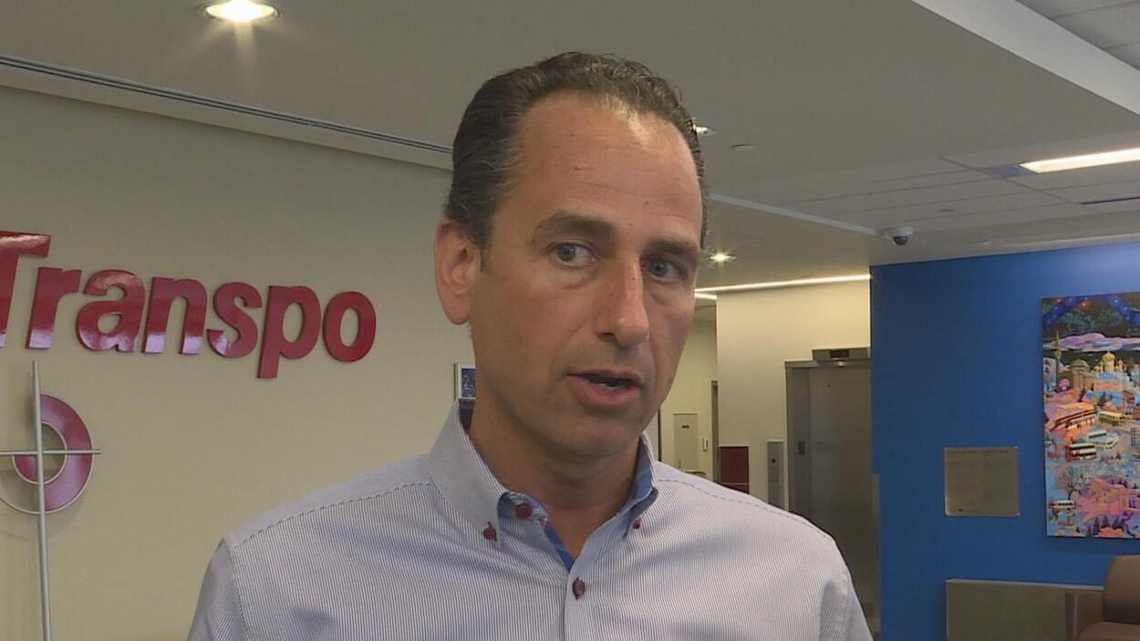 Le directeur général des Transports à la Ville d'Ottawa, John Manconi, en entrevue