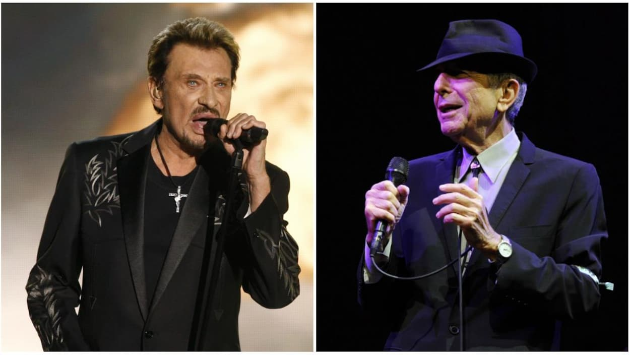 Deux hommes, Johnny Hallyday et Leonard Cohen, offrent une prestation sur scène, micro à la main.