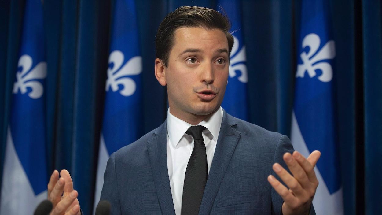 Le ministre québécois de l'Immigration, Simon Jolin-Barrette, en conférence de presse.