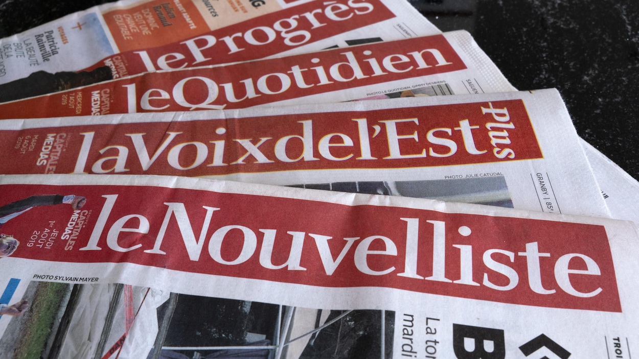 Des exemplaires de journaux, propriétés de Groupe Capitales Médias (GCM).