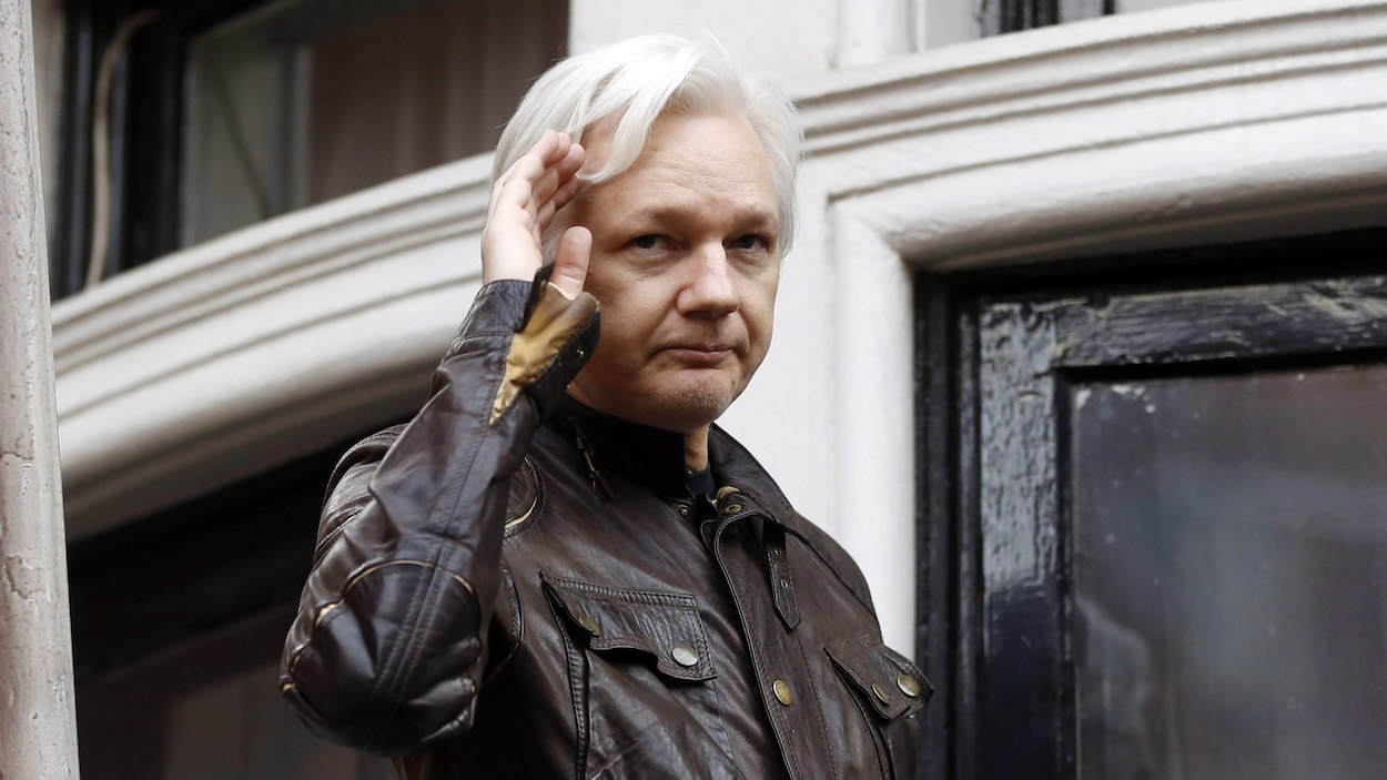 Julian Assange  envisage de déposer à  huis clos devant des membres de la commission du Renseignement  du Sénat des États-Unis