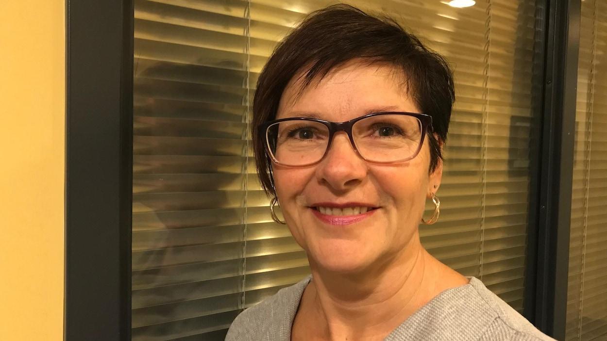 Portrait de Julie Turenne Maynard, directrice générale de l'Association interconfessionnelle des soins de la santé du Manitoba et de l'Association catholique manitobaine de la santé.
