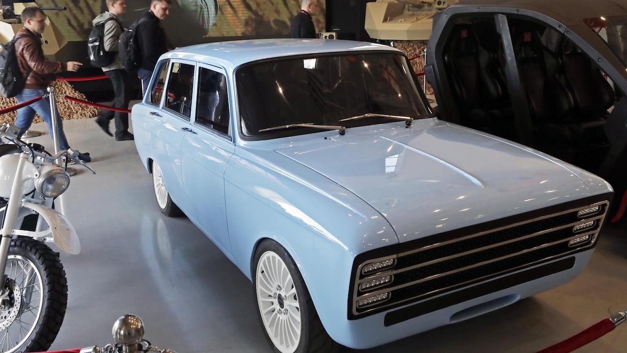 le groupe kalachnikov lance sa voiture lectrique ici radio. Black Bedroom Furniture Sets. Home Design Ideas