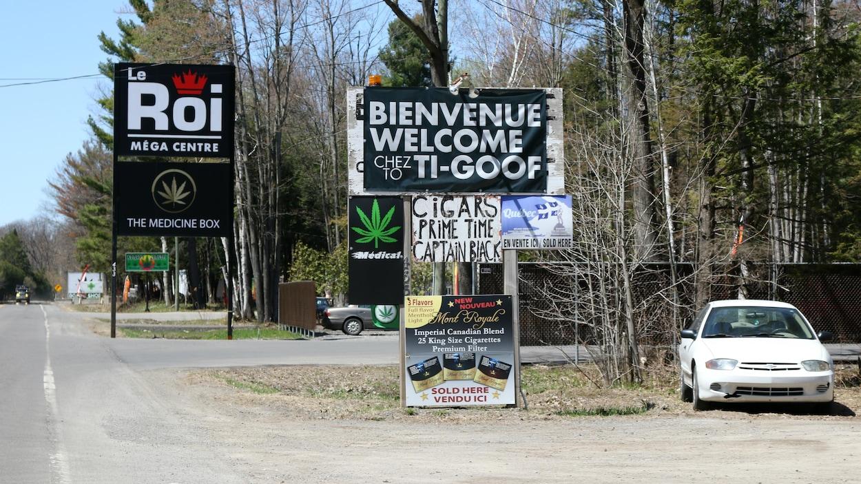 Un kiosque de vente de cigarettes dans la communauté mohawk de Kanesatake, située près de Montréal.