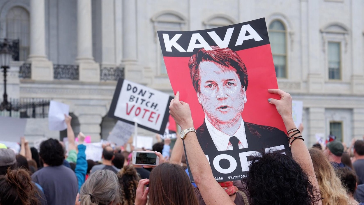Des manifestantes contre la nomination de Kavanaugh
