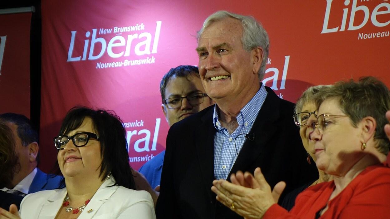 Le nouveau chef libéral Kevin Vickers a été acclamé en héros à l'occasion de son premier discours public.