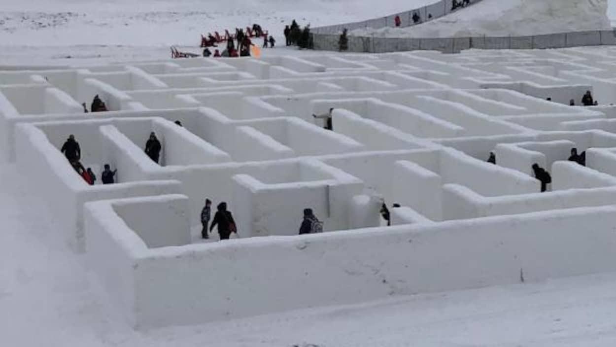 Une portion du labyrinthe de neige de la ferme A Maze in Corn, à Saint-Adolphe, au Manitoba.