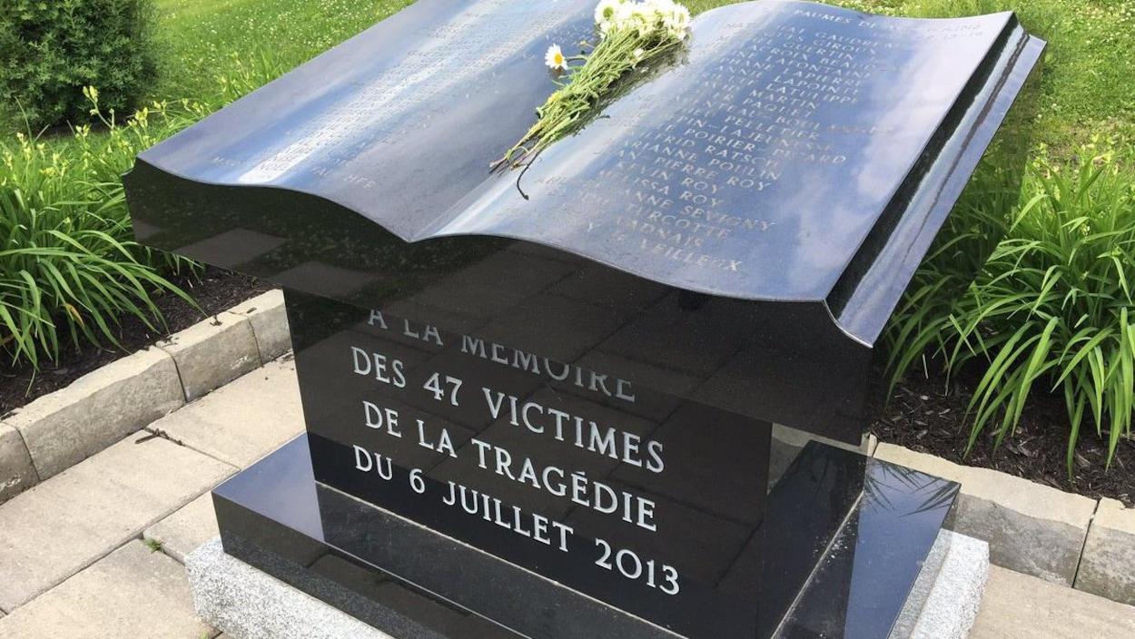 Le monument à la mémoire des victimes de Lac-Mégantic
