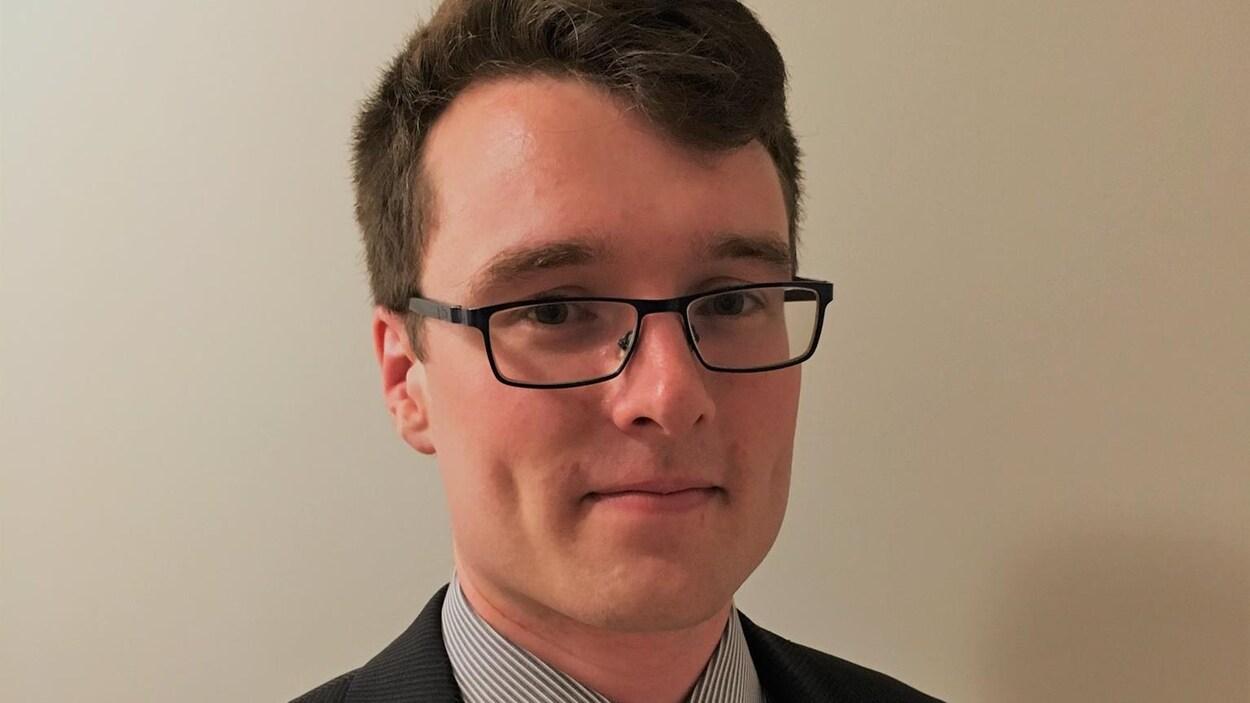 Portrait d'un jeune homme.