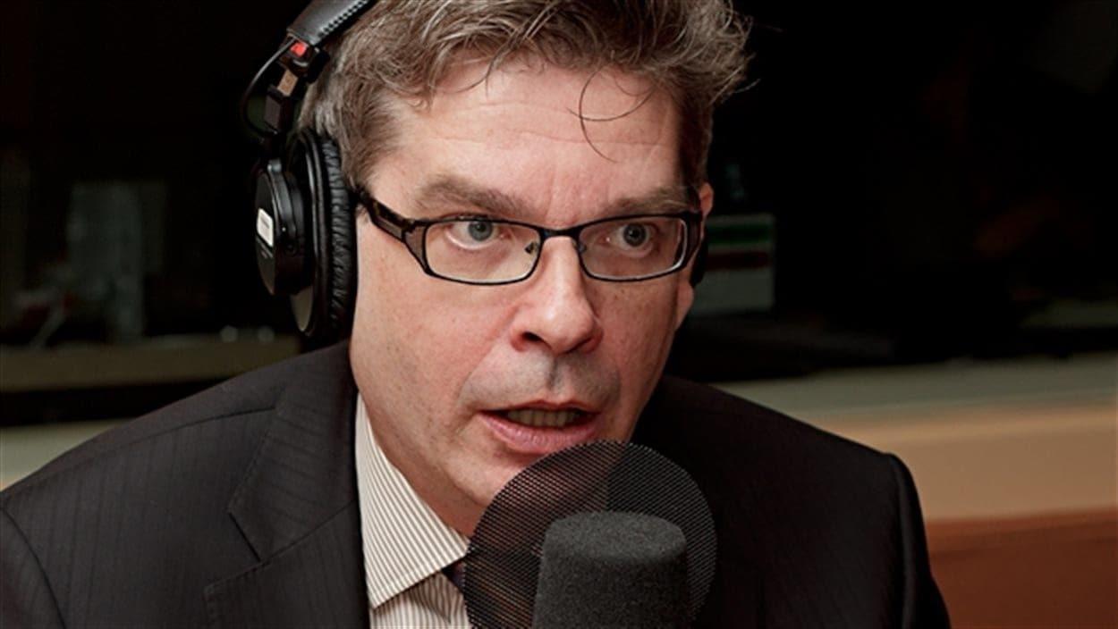 Jean-François Dumas, d'Influence Communication, au micro de Radio-Canada