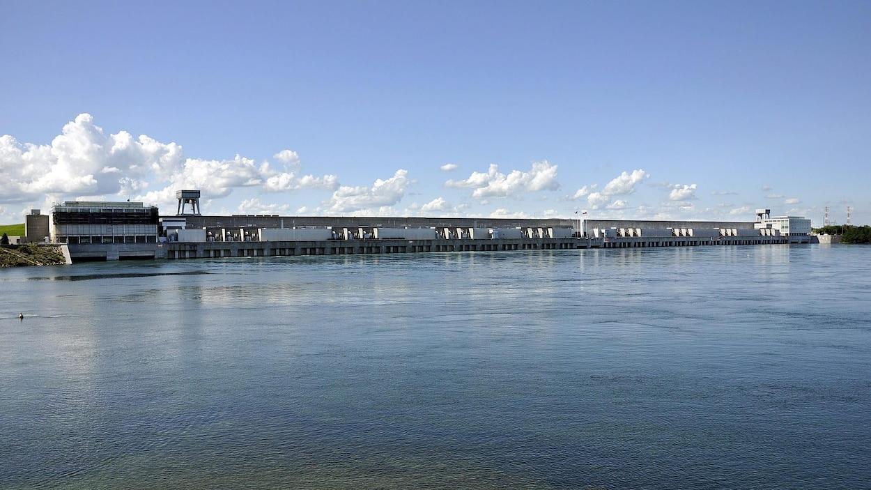 Les autorités ont ouvert le barrage de Cornwall pour abaisser le niveau du lac Ontario.