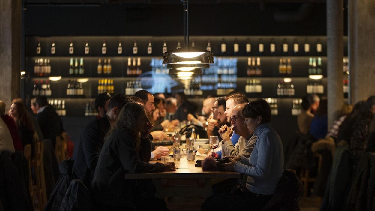 Des clients dans un restaurant