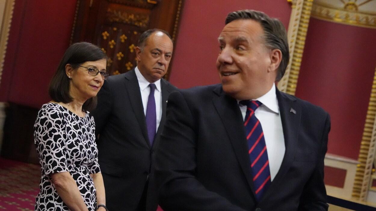 François Legault, Christian Dubé et Danielle McCann au Salon rouge de l'Assemblée nationale.